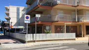 Commercial premises for sale in Salou. West Beach Area.